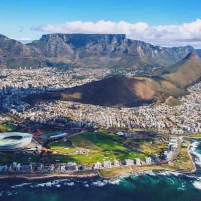 空から見た南アフリカ共和国の港湾都市ケープタウンの景色